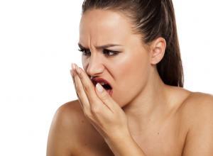como acabar com mau hálito da boca