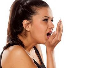 como acabar com mau hálito rápido