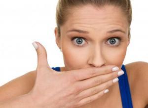 como tratar mau hálito